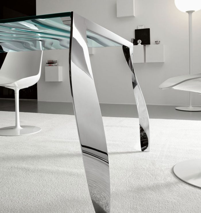Tonelli luz de luna glass dining table detail