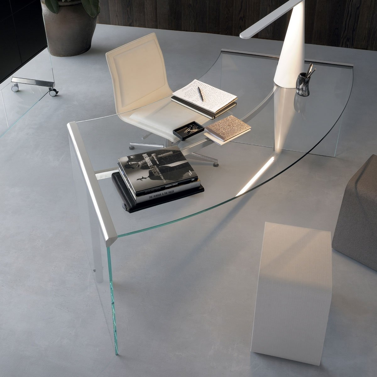 President curved glass and metal desk by gallotti radice for Glass furniture