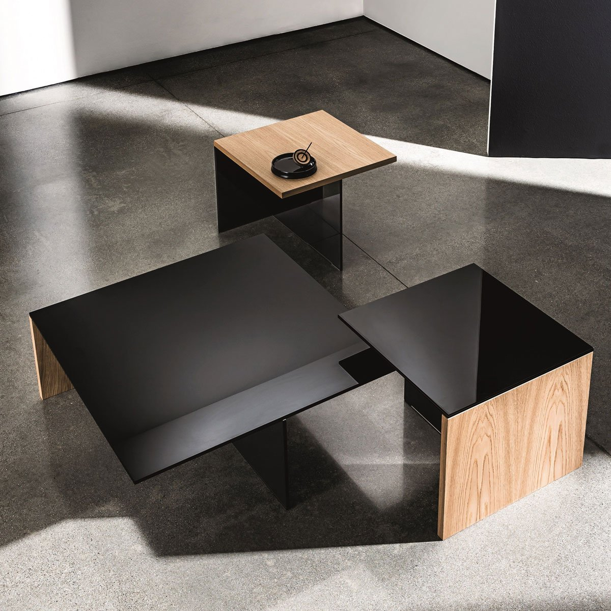Regolo square glass and wood coffee table klarity for Glass furniture