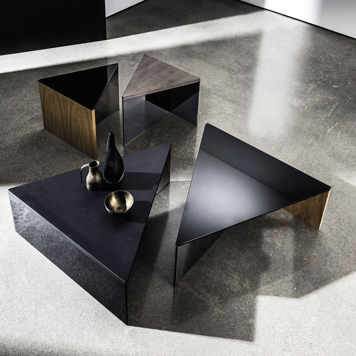 Regolo triangular glass and wood coffee table klarity