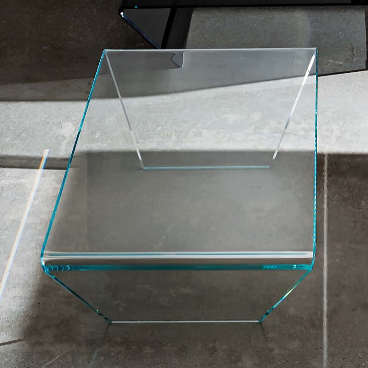 extralight curved glass coffee table