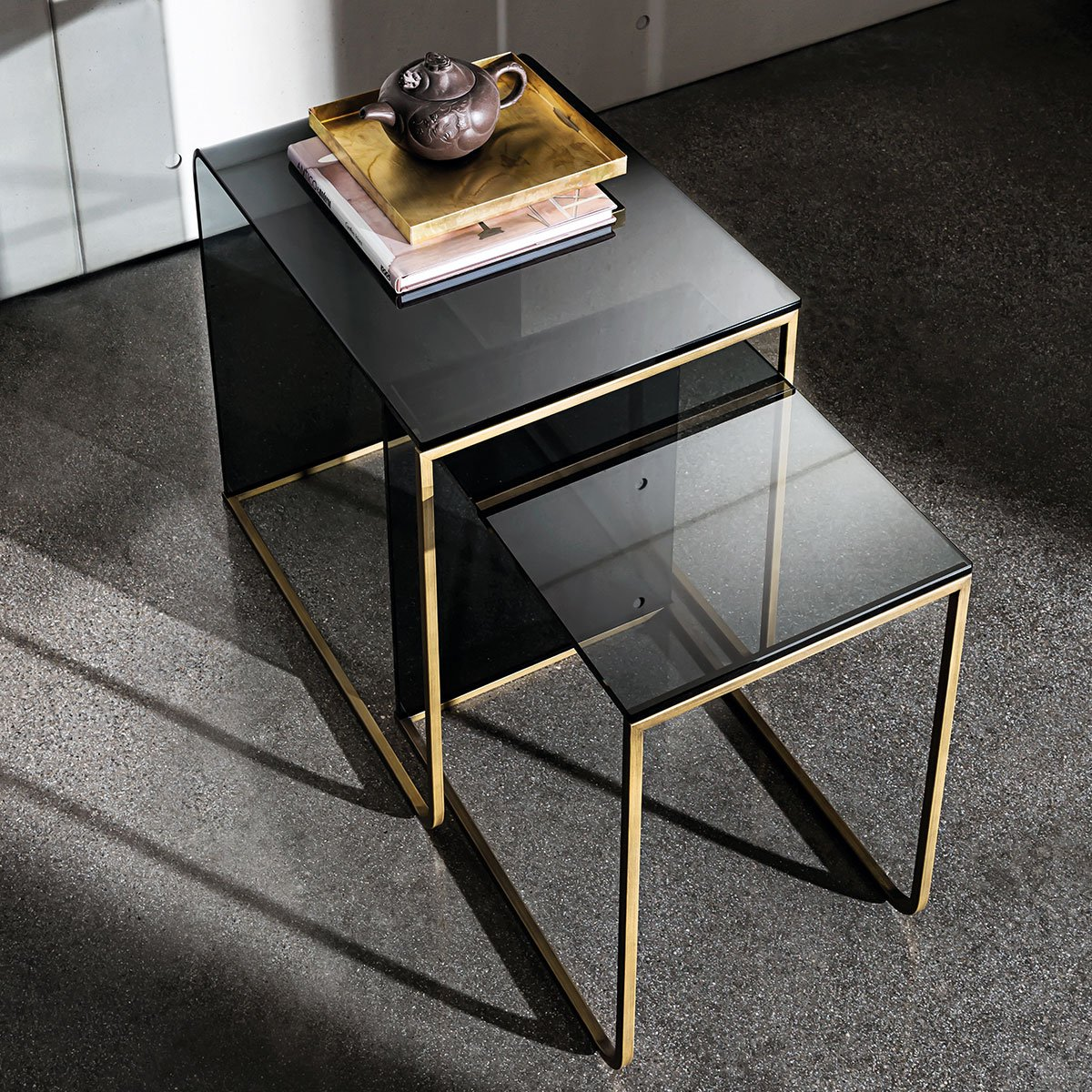 Nido glass and metal coffee table klarity glass furniture for Table basse hauteur 50 cm