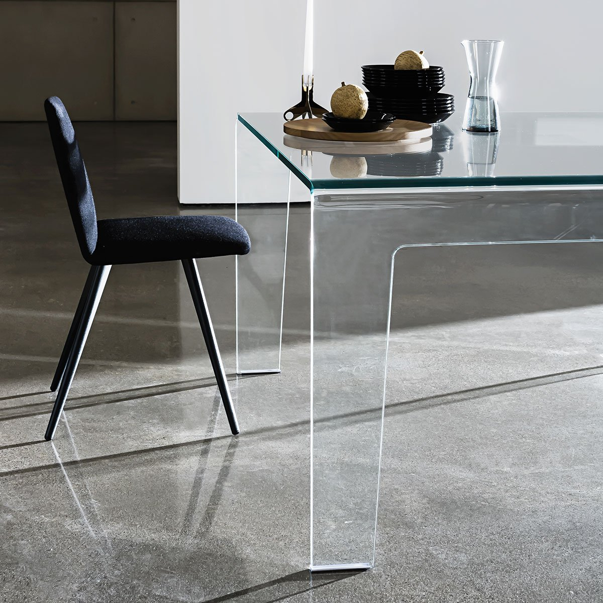 Frog Cuved Glass Dining Table Klarity Glass Furniture