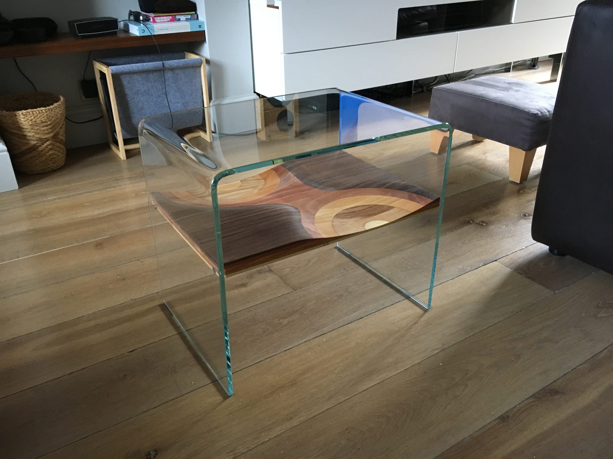 Curved Glass Side Table - Horm