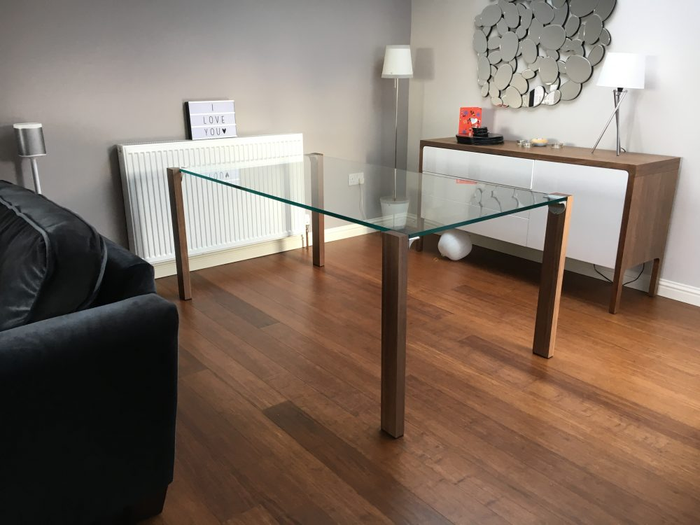 Livingstand dining table